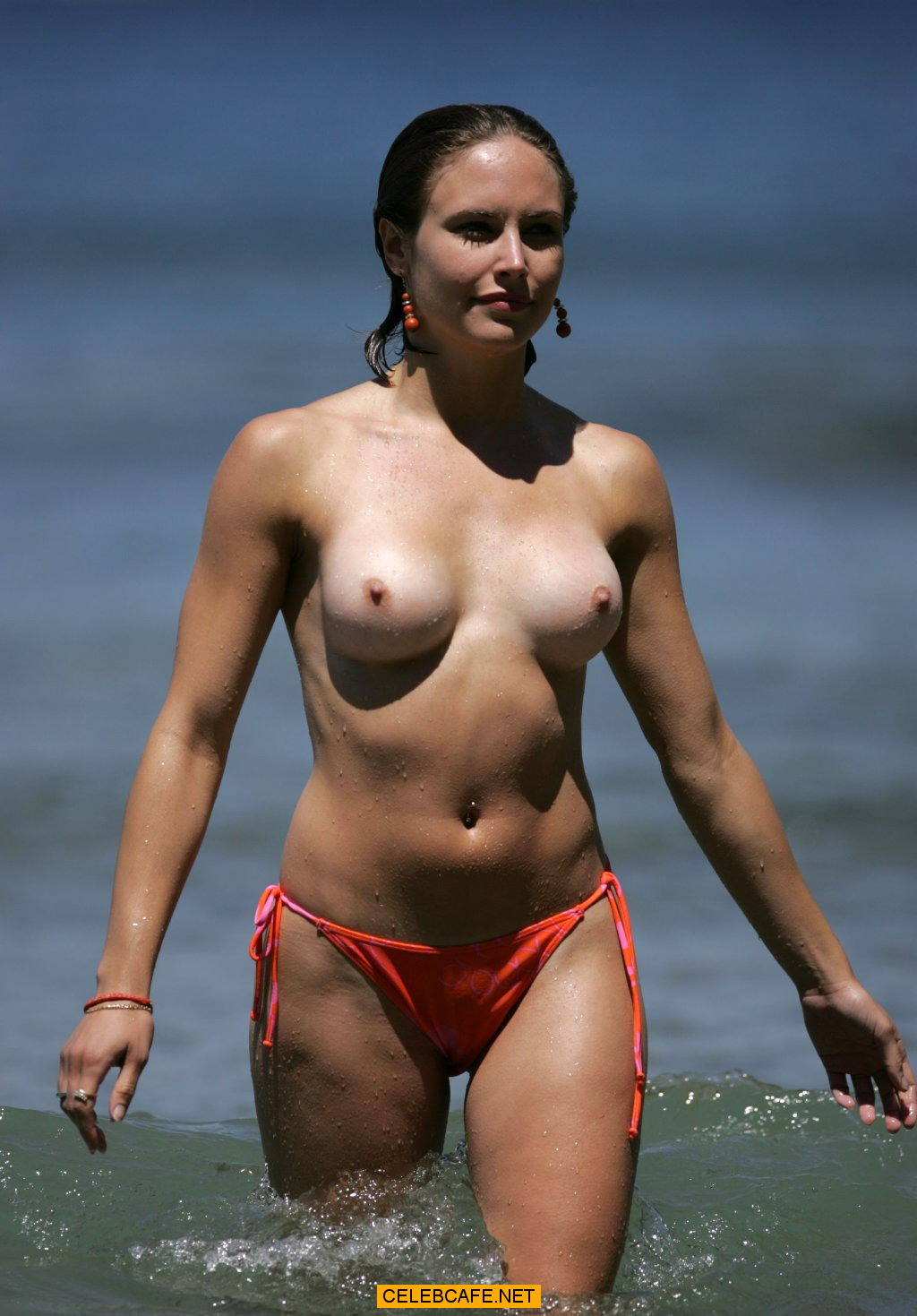 Paparazzi stars on nudist beach message